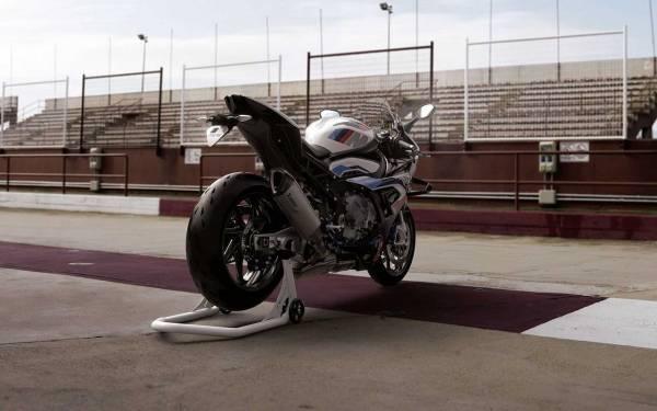 BMW показала 212-сильный супербайк
