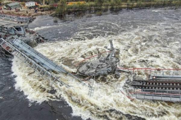 В Подмосковье шесть человек пострадали из-за обрушения надземного перехода