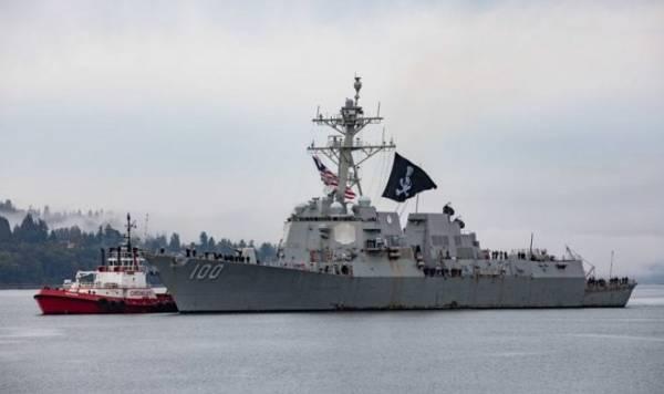 Почему этот боевой эсминец ВМС США время от времени плавает под пиратским флагом