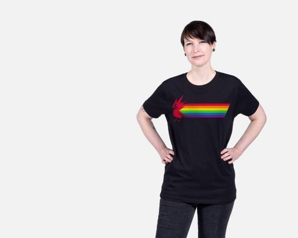 """Создатели """"Ведьмака"""" против гомофобии: CD Projekt RED представила футболки со своим логотипом в цветах радуги"""