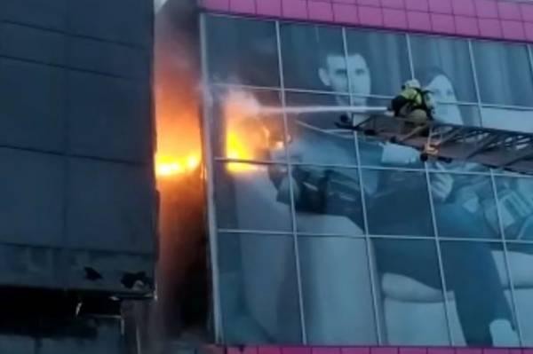 В центре Новосибирска горит гостиница