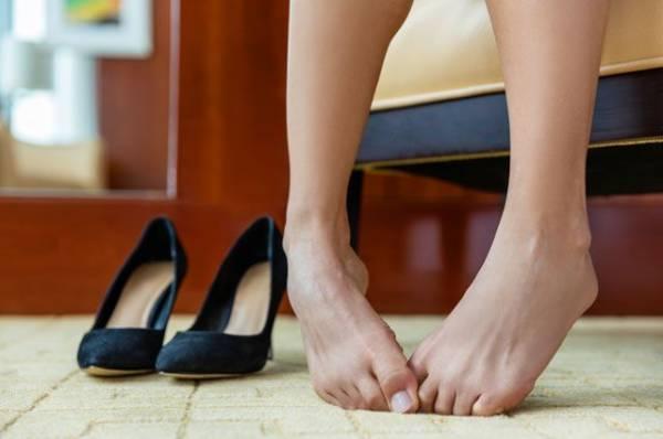 «На ногах». Упражнения для тех, кто вынужден постоянно стоять на работе