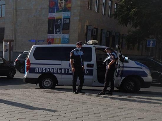 В посольстве РФ в Ереване не связали скопление людей с Карабахом
