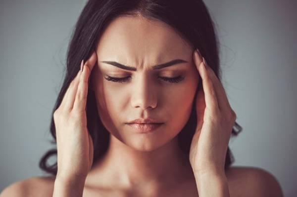 Как справиться с головной болью при помощи мяты и лимона?