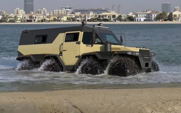 Чудовищный 8-колесный вездеход: видео с пляжа