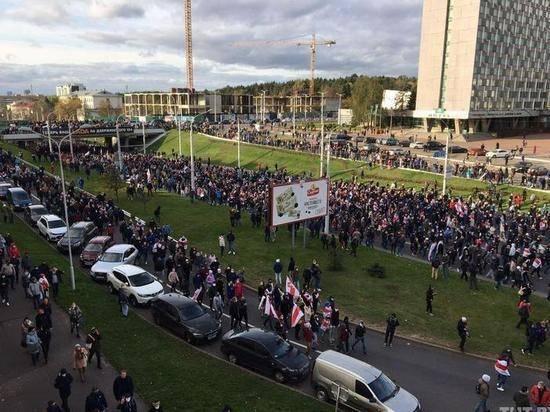 «Партизанский марш» в Минске собрал несколько десятков тысяч человек