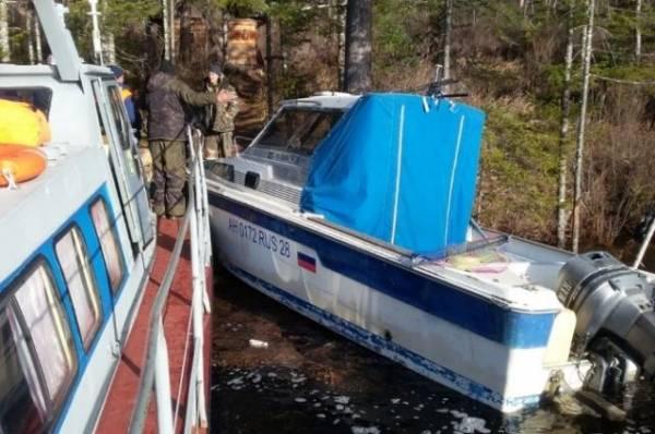 В Хабаровском крае спасатели нашли живыми трёх пропавших рыбаков