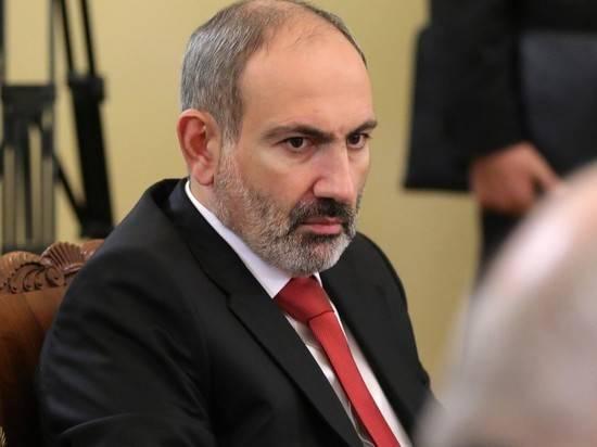 Пашинян заявил о невозможности мирного решения конфликта из-за Карабаха