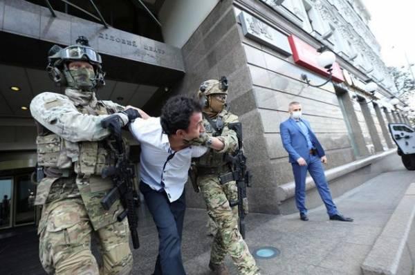 В грузинском банке захватили заложников