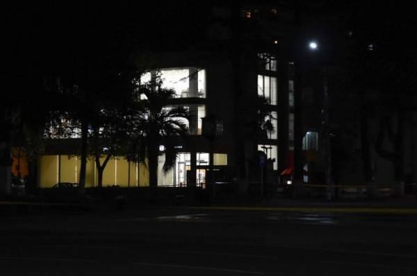 Полиция ведёт поиски мужчины, захватившего заложников в банке - МВД Грузии