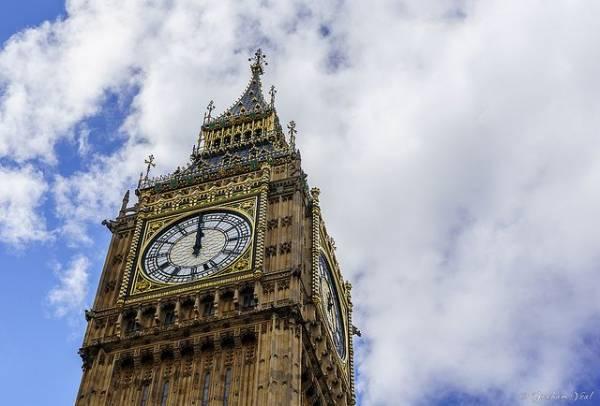 В Лондоне активист забрался на Биг-Бен из-за новых ограничений по COVID-19