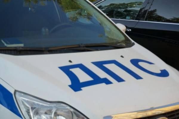 В Москве угнанная машина врезалась в столб во время полицейской погони