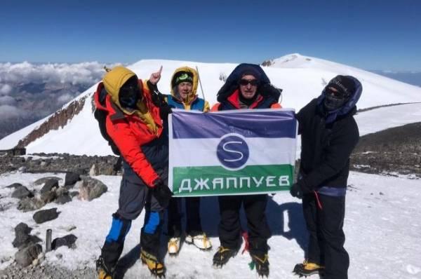 Спасатели ищут пропавшую на склоне Эльбруса альпинистку