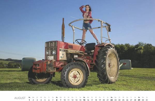 Первый календарь на 2021 год: не очень одетые трактористки (18+)