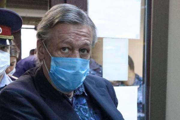 Экс-адвокат Ефремова опубликовал письмо актера семье погибшего водителя