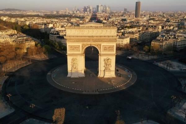 В Париже из-за угрозы взрыва эвакуировали площадь Шарля де Голля