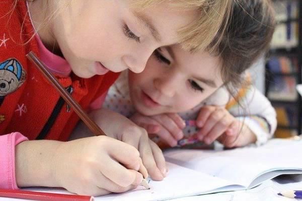 Иппотерапия и занятия в воде. Как лечат детей с ДЦП?