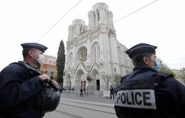 СМИ сообщили подробности о совершившем нападение в Ницце