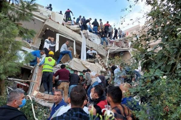 Число погибших при землетрясении в Измире выросло до 28