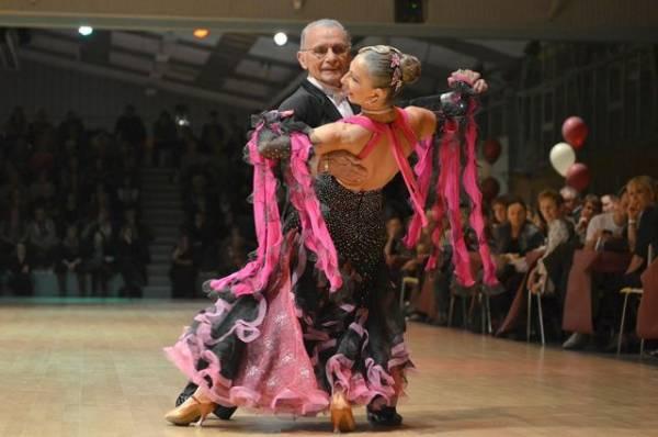 Станцевать и спеть. В России выбирают лучшие практики активного долголетия