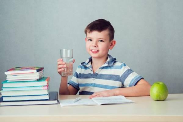 Стакан с витаминами. Диетолог — о том, как правильно пить свежевыжатые соки