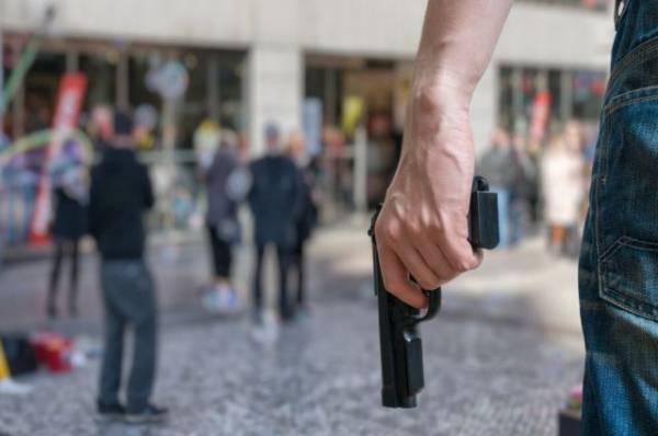 Полицейские проверяют информацию о стрельбе на Рочдельской улице в Москве