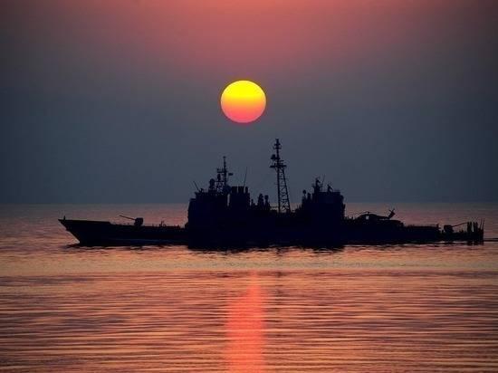 Адмирал назвал поведение эсминца США в заливе Петра Великого провокацией
