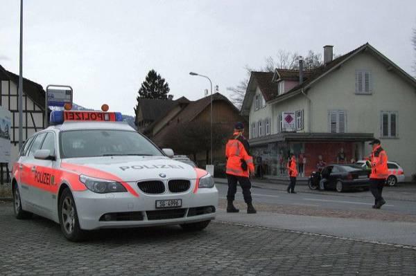 В Швейцарии женщина напала с ножом на посетителей универмага