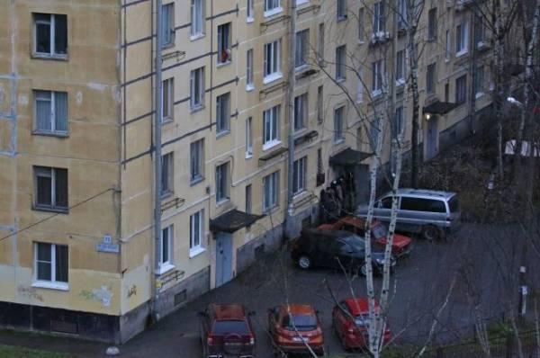 Захвативший в заложники шестерых детей петербуржец сдался полиции