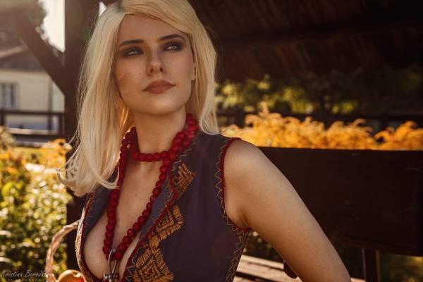 Ведьмак Геральт зачарован ее красотой: Русская девушка показала обворожительный косплей Кейры Мец