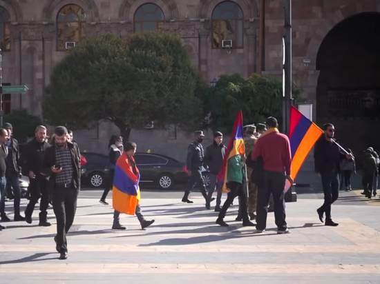 Оппозиция в Армении планирует добиваться отмены военного положения
