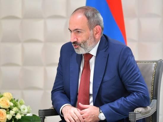 Почему Пашинян хочет сохранить военное положение в Армении: мнение политолога