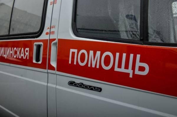 В Челябинске машина сбила двоих человек на тротуаре