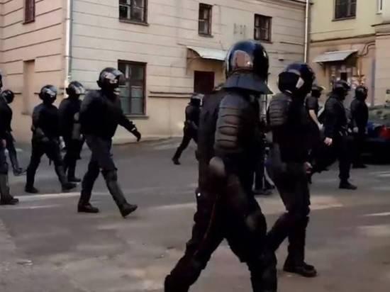В центр Минска выдвинулась спецтехника, пропал интернет