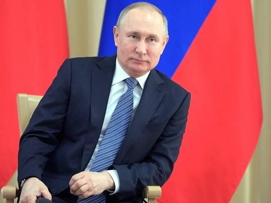 Путин поручил начать в декабре массовую вакцинацию от коронавируса