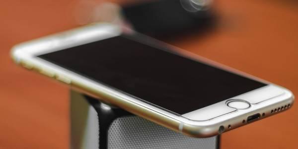 В Европе считают, что Apple должна выплатить деньги владельцам iPhone 6 за снижение производительности смартфонов