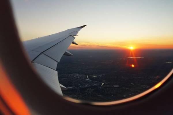 Пьяный пассажир устроил дебош на борту самолета Владивосток - Красноярск
