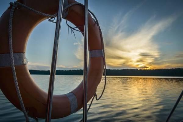 В Каспийском море сел на мель грузовой теплоход с 14 моряками на борту