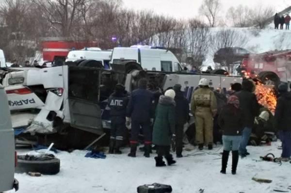 Под Тверью в ДТП с участием автобуса пострадали не менее десяти человек