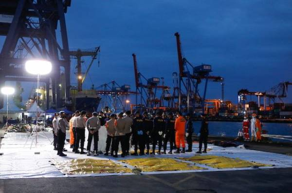В Индонезии увеличили зону поиска жертв крушения Boeing и второго самописца