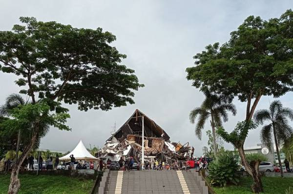 Количество погибших из-за землетрясения в Индонезии выросло на 22 человека