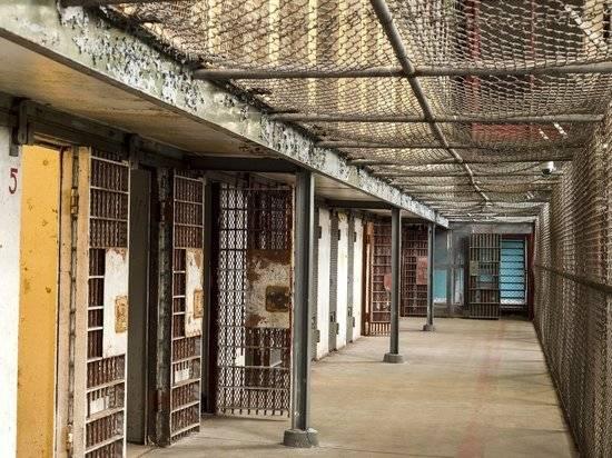 В тюрьмах в США временно усилили меры безопасности