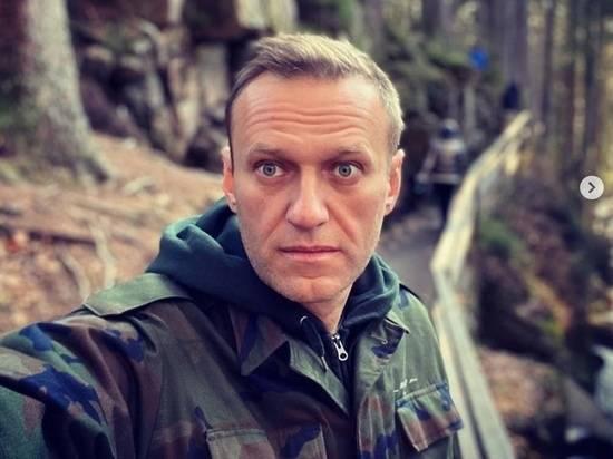 Вылет самолета с Навальным задержан из-за буйного пассажира