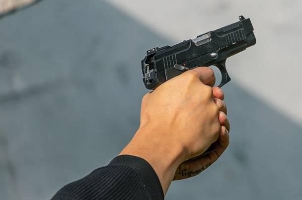 В Нижнем Новгороде местный житель трижды выстрелил в женщину