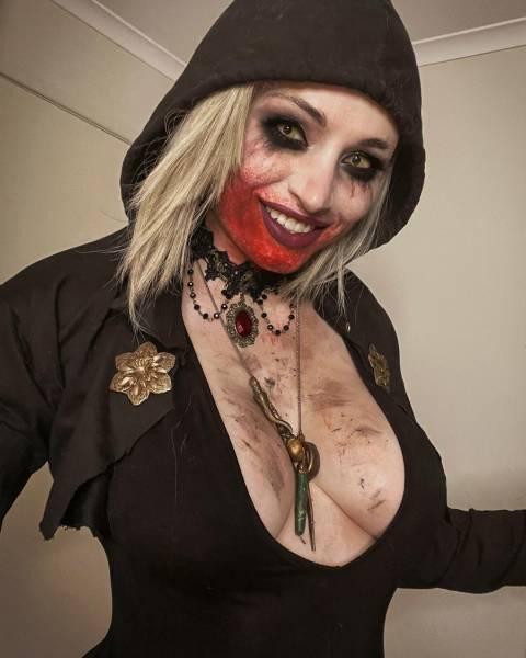 Пугающая красота: Австралийка вжилась в образ вампирши из Resident Evil Village