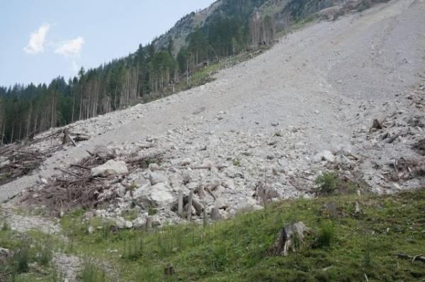В Дагестане из-за схода оползня пострадали несколько зданий