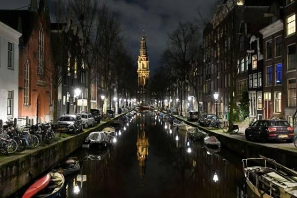 В Нидерландах не намерены отменять комендантский час