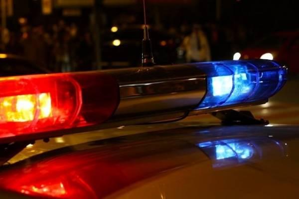 Автомобиль врезался в столб на юге Москвы, один человек погиб