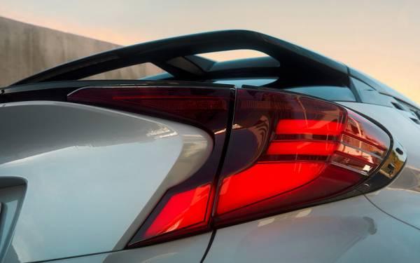 Спортверсии Toyota Corolla и C-HR: старт продаж и цены