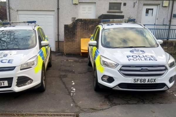 В Шотландии неизвестный с ножом напал на сотрудников больницы
